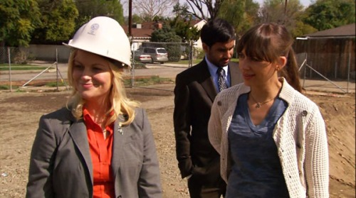 parks-and-recreation-season-1-1-pilot-leslie-knope-ann-perkins-tom-haverford-amy-poehler-rashida-jones-aziz-ansari